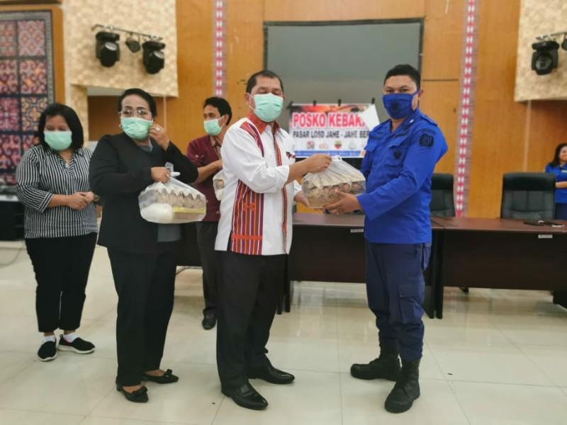 Bupati Karo Berikan Penghargaan Kepada Tim Damkar Karo Yudha Brama Jaya