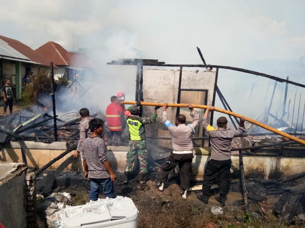 Empat Rumah Semi Permanen Ludes Terbakar Di Desa Kuta Bangun
