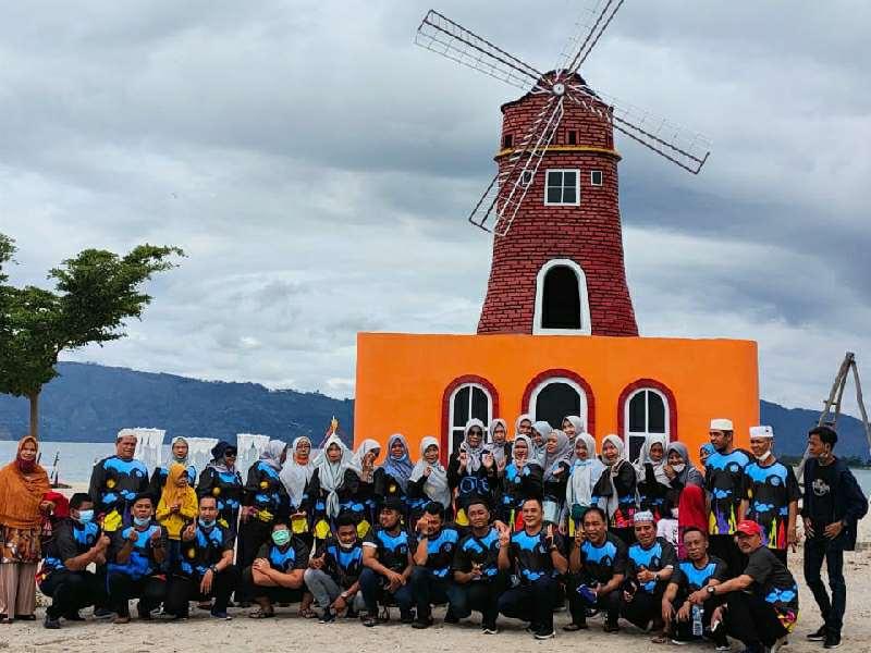 Batu Hoda Beach Objek Wisata Ramah Muslim di Danau Toba