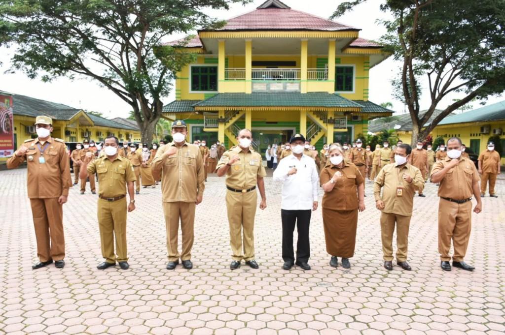 Pemkab Sergai Peringati HKN ke-56 Bagikan Masker