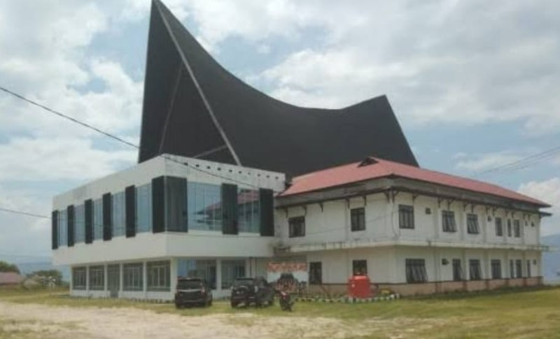 Kantor DPRD Samosir di Parbaba