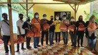 Pengurus FWP Beri Sembako Kepada Anggota dari Bantuan Mabes Polri