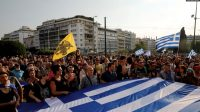 Wajib Vaksin 7 Ribu Warga Yunani Protes, Polisi Berikan Tembakan Gas Air Mata