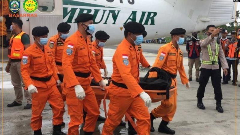 Evakuasi 3 Jenazah Awak Pesawat Rimbun Air Yang Jatuh